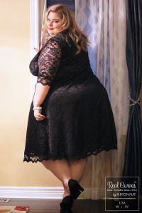 """Blogger Lisa (5'6"""" and a size 4x) looks sophisticated and ..."""
