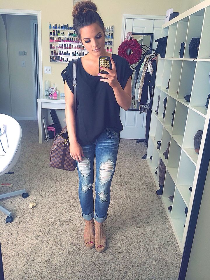 casual outfit with ripped jeans