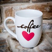 Make a cute coffee mug using vinyl and your Cricut ...