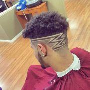 coiffure homme avec motif