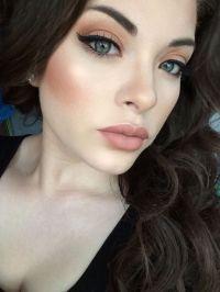 Fair Skin Dark Hair Green Eyes Makeup | Saubhaya Makeup