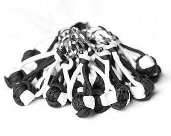25+ best ideas about Paracord knots on Pinterest