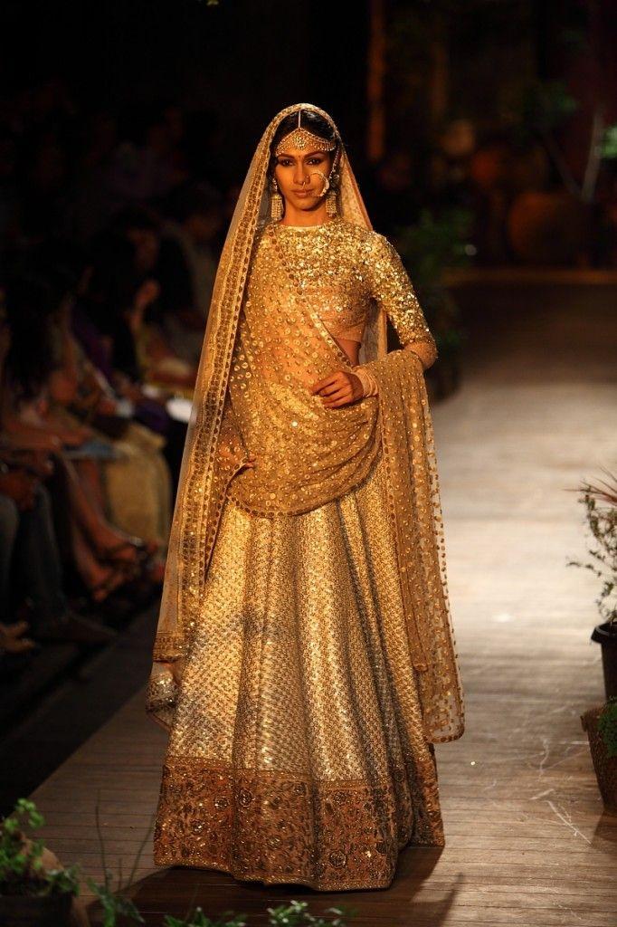 Sabyasachi Sparkly Gold #Lehenga. Image: Dwaipayan Mazumdar/Vogue. https://www.facebook.com/nikhaarfashions
