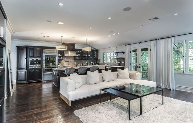 1000 ideas about Jeff Lewis Design on Pinterest  Jeff lewis Jeff lewis paint and Walter e smithe