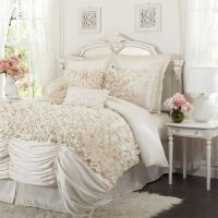 Shabby Chic Comforter Set - Wow look at that bedding ...