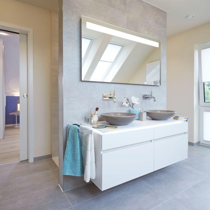 Badezimmer mit Vorwand fr Waschtisch und Rckwand fr die Dusche Fliesen rechteckig an der