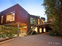 balcony over driveway | modern house design with balcony ...