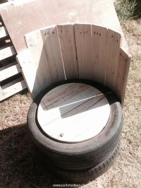 Old Tires With Pallets Wood Outdoor Chair | Wine bottle ...