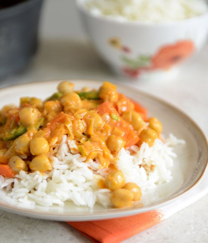 easy thai chickpea curry with coconut rice- added zucchini and carrots to this recipe