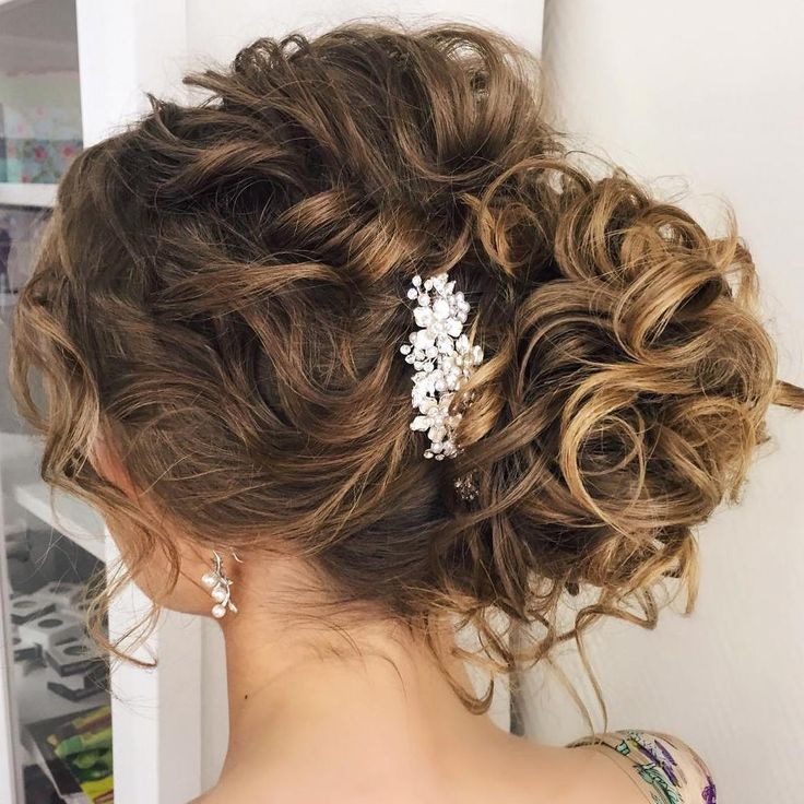Best 25 Side Curls ideas on Pinterest  Side hairstyles Hair to the side and Bridal hair plaits
