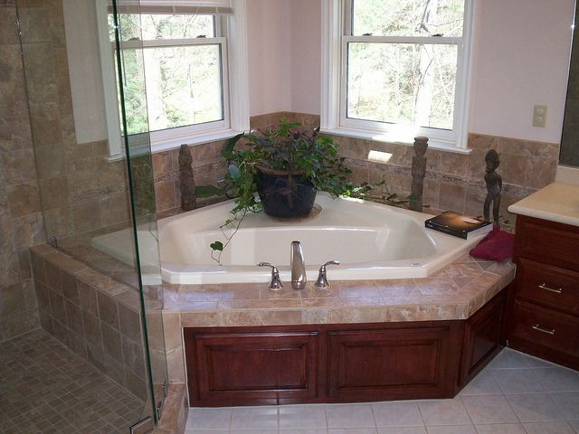 11 Best Images About Corner Tubs On Pinterest