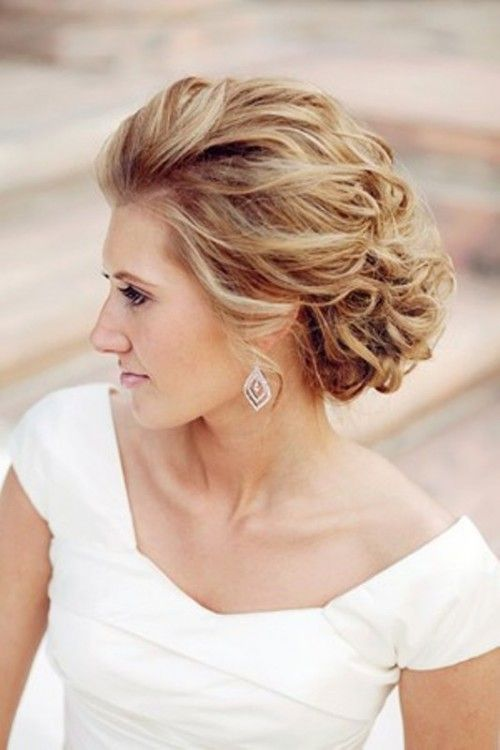 Love the messy but glamorous look!