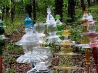 Glass dishes turned yard ornamentation. I want to try this ...