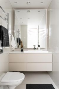 25    Small elegant bathroom