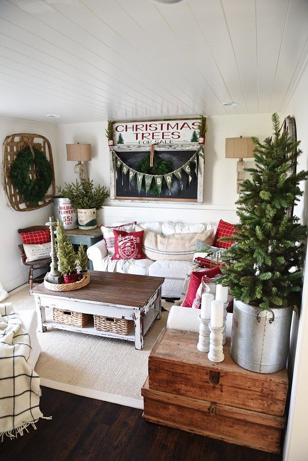 25 Best Ideas About Cottage Christmas Decorating On Pinterest