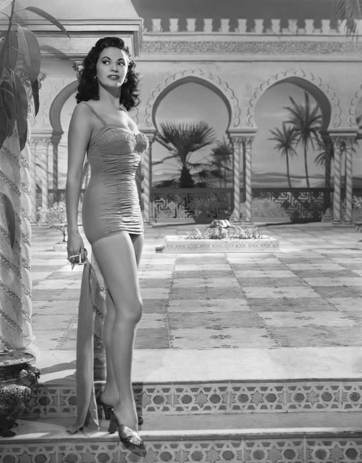 Yvonne De Carlo  Posts Actresses and For her