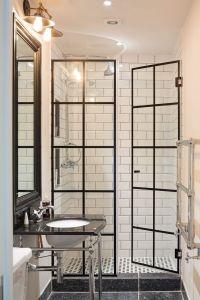 25+ best ideas about Shower Doors on Pinterest | Glass ...