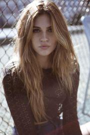 cihc beauty l messy hair brunette