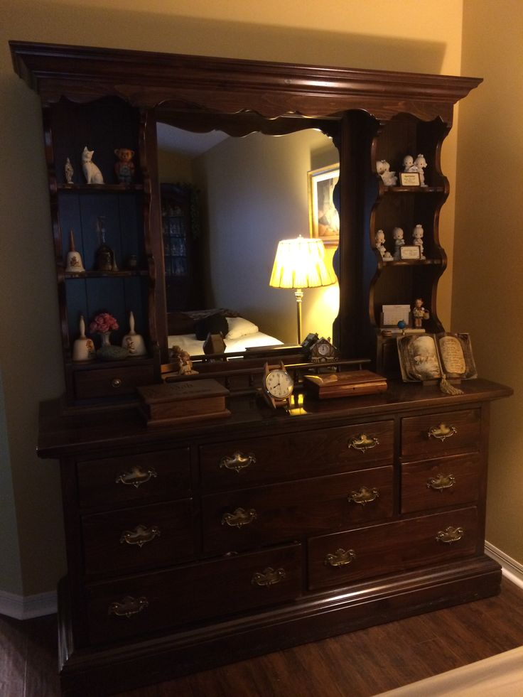 Ethan Allen Antique Pine Collection 66 Dresser And Hutch
