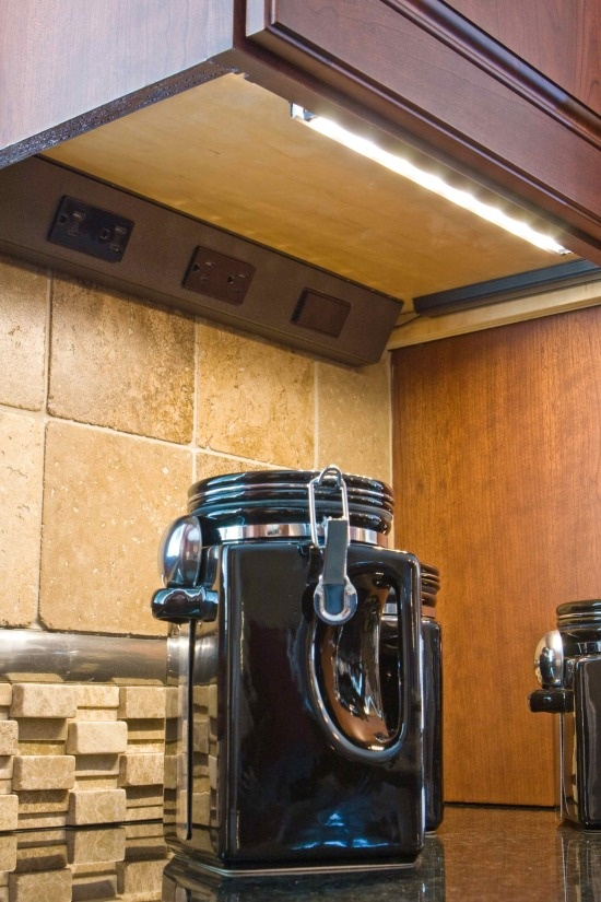 Hidden kitchen outlets and undercabinet lighting
