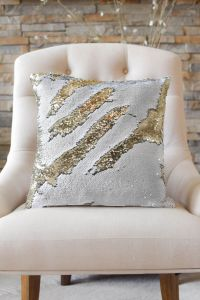 1000+ ideas about Sequin Pillow on Pinterest | Green ...