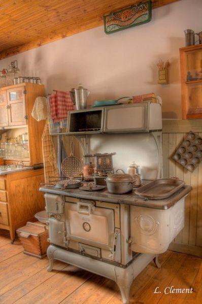 antique farmhouse kitchen cabinets 25+ best ideas about Vintage stoves on Pinterest | Retro kitchen appliances, Vintage stove and