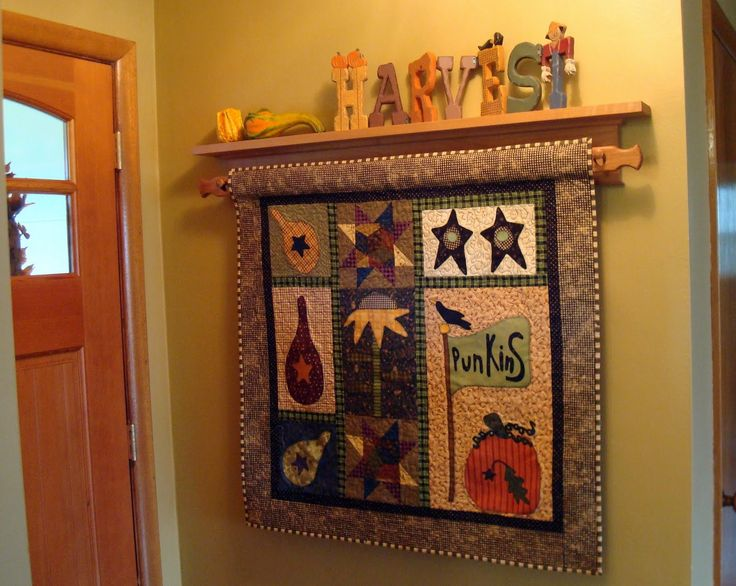 Wall hanging quilt display rack
