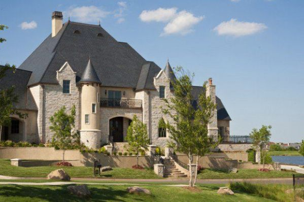 house like castle very nice! Castles or castlelike