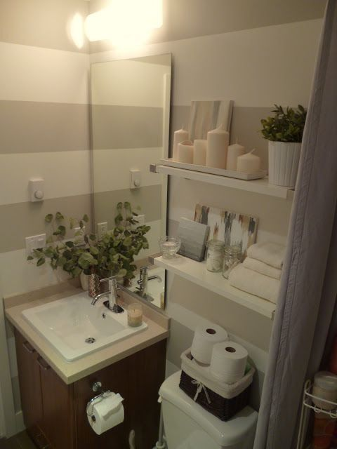 A basket is a great way to store extra toilet paper in a small apartment… | Ideas para el hogar ...