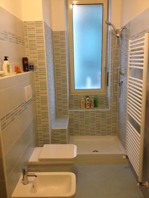 Bagno doccia con sedile in muratura wwwedilgrippait  Ristrutturazioni by EdilGrippa  Pinterest