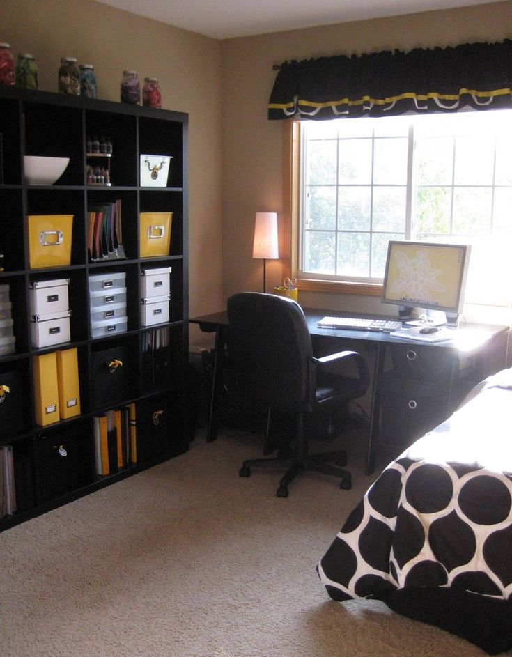 Officeguest room combo  not a fan of the color scheme