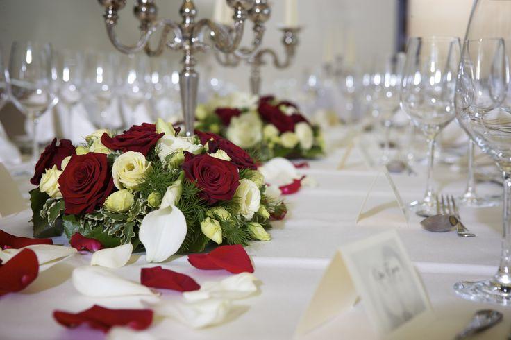 Elegantfestliche Tischdeko mit Rosen  speziell fr die Hochzeit httpwwwutokulmch