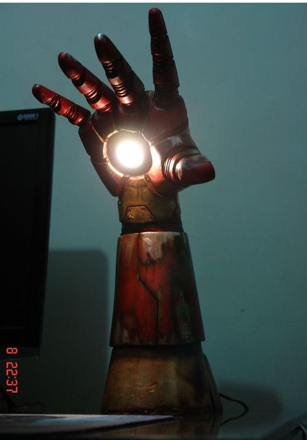 Light The Room With Iron Man's Arm… Oh please, someone, buy me this????