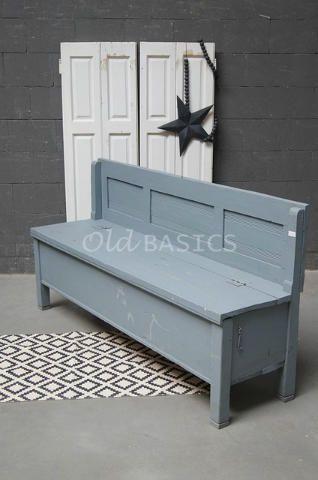 Origineel oude houten klepbank met een blauw grijze kleur