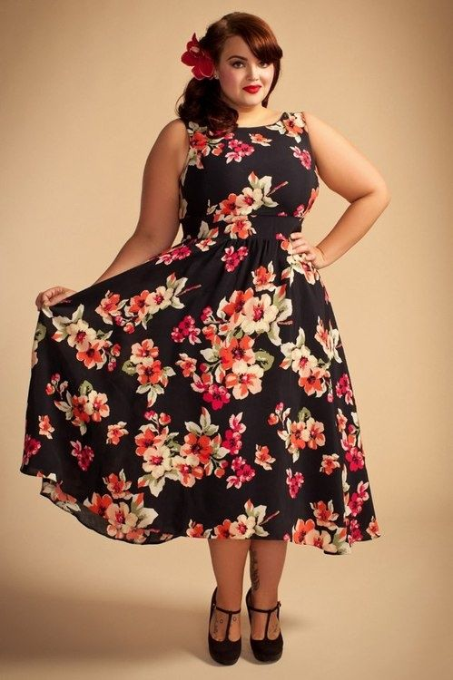 Plus Size Dress – oh I think Ineed o make this in the navy floral from Beauty Queen/Sis Boom fabric!