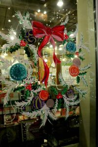 17 Best ideas about Christmas Window Decorations on ...