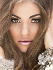 light eyes. pink lips