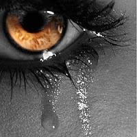 A tristeza se percebe no olhar, é a vida numa corda bamba.  Costumo dizer que quando estamos muito tristes, com a alma triste até a morte, é como se estivéssemos atravessando um desfiladeiro em uma corda bamba. O que tem embaixo é um abismo, e o que está acima é o Céu. Se você olhar pra baixo, você verá o Abismo.  O Abismo atrai o olhar, mas o Abismo é morte certa, e ao olhar para ele você pode entontecer e cair. Portanto, nunca olhe para o Abismo. Mas também não olhe para o Céu.  O Céu é como