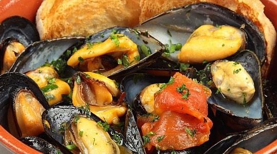 Un classico della cucina pugliese anzi tarantina La zuppa di cozze httpwwwhipugliacom