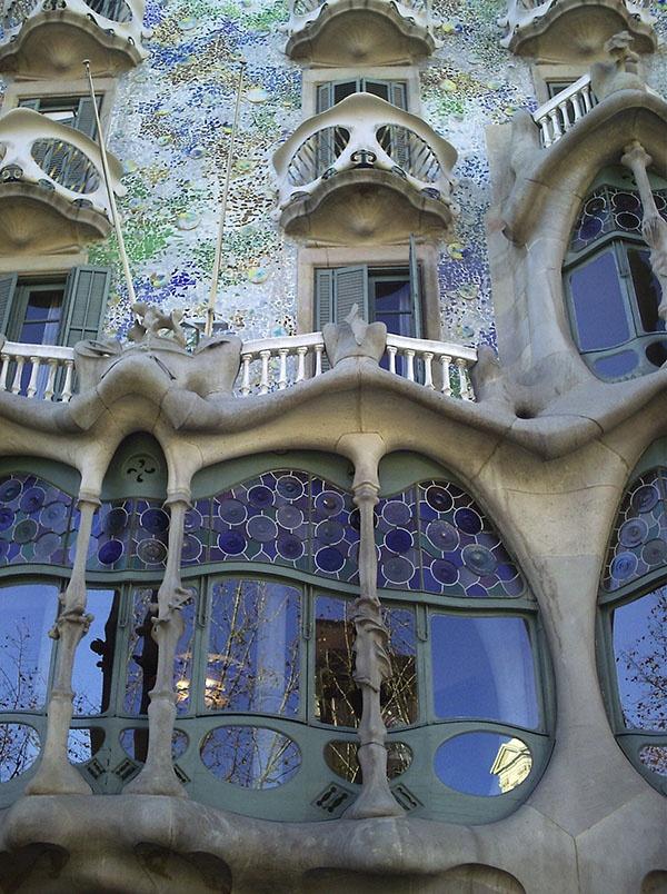 Casa Batillo  Gaudi  Barcelona  Antoni Gaud  Pinterest  Barcelona Gaudi and Google images
