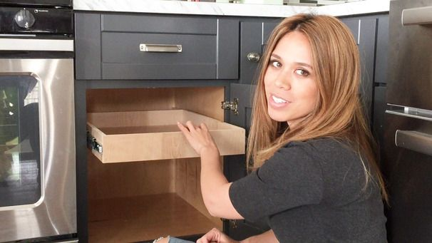 DIY Pull Out Drawer Tutorial for kitchen cabinets from Ana White via Ryobi