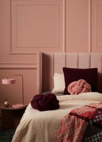 Dusty rose | elegant pink bedroom with burgundy accents ...