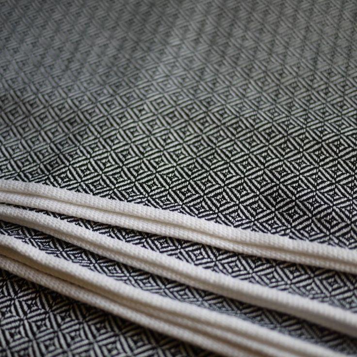 storchenwiege leo black white woven wrap