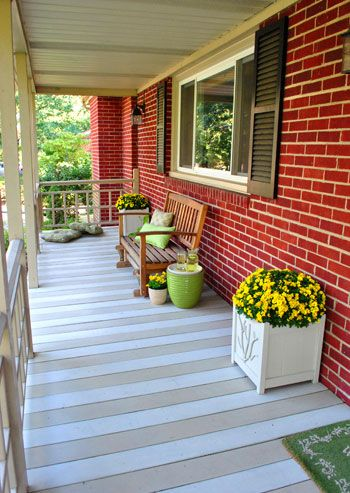 A Few Quick Front Porch Updates Stains Planters And Porches