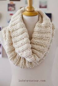 Lady by the Bay – Cozy Ribbed Scarf Knitting Pattern