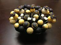 Gold and black cake pops   Vandy Lovin'   Pinterest   Cake ...