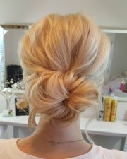 blonde bun ideas