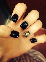 black and gold acrylic nails design