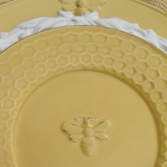 Kitchen Deco Pan Set Bee Plates With Honeycomb Edges   Setting The Table ...