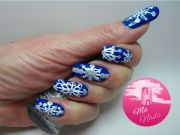 freehand snowflake nails simple